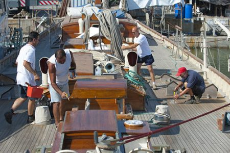 Yacht Refitting Pittura