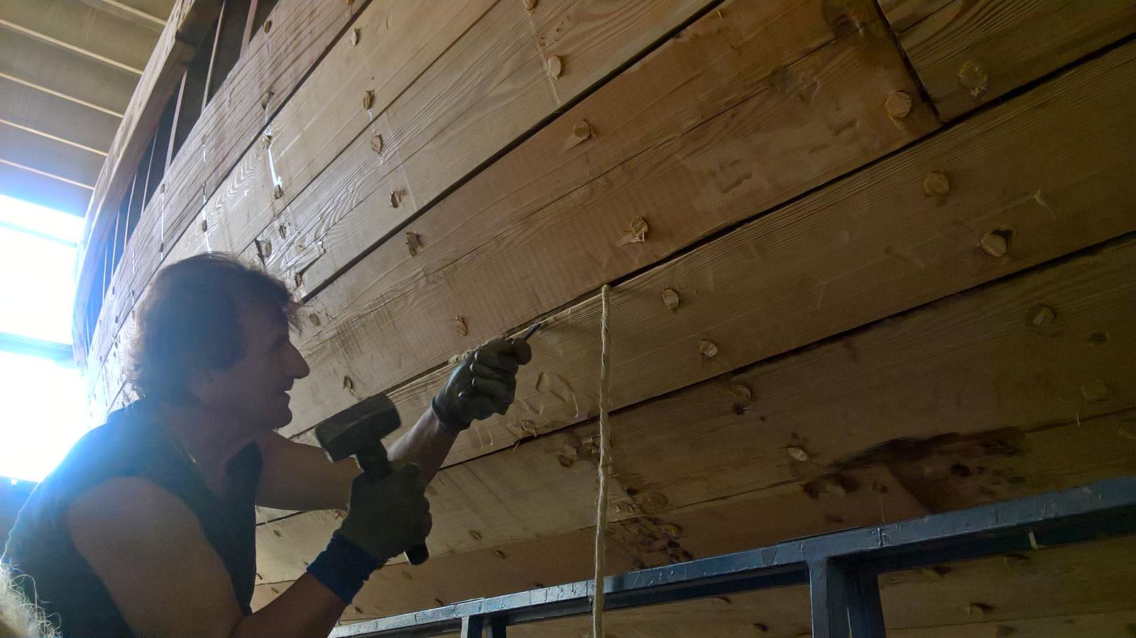 Riparazione del fasciame degli scafi in legno